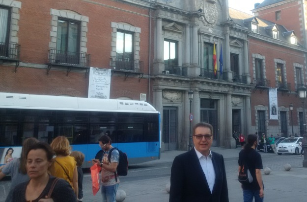 Dr. Kerim in front of the residence of the Spanish MFA in Madrid